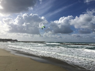 Kitesurfing a Forio