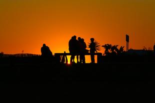 Gente al tramonto